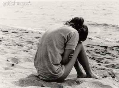 mulher-chorando-na-praia1
