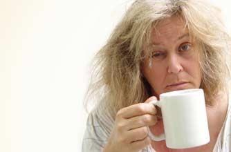 mulher cansada cafe