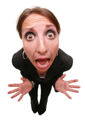 mulher-yelling-corpo-inteiro