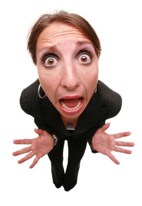 mulher-yelling-corpo-inteiro5