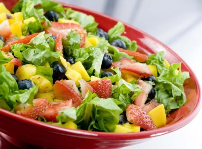 salada-de-folhas-e-frutas
