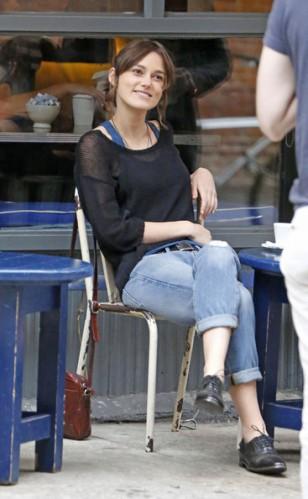 English+actress+Keira+Knightley+seen+smoking+1THsT_xFVHIl