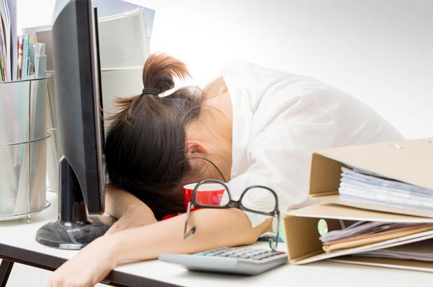 woman_asleep_computer