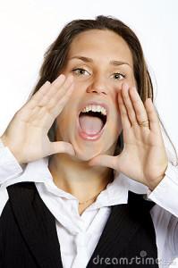mulher-nova-gritando-feliz-thumb89432484-199x300