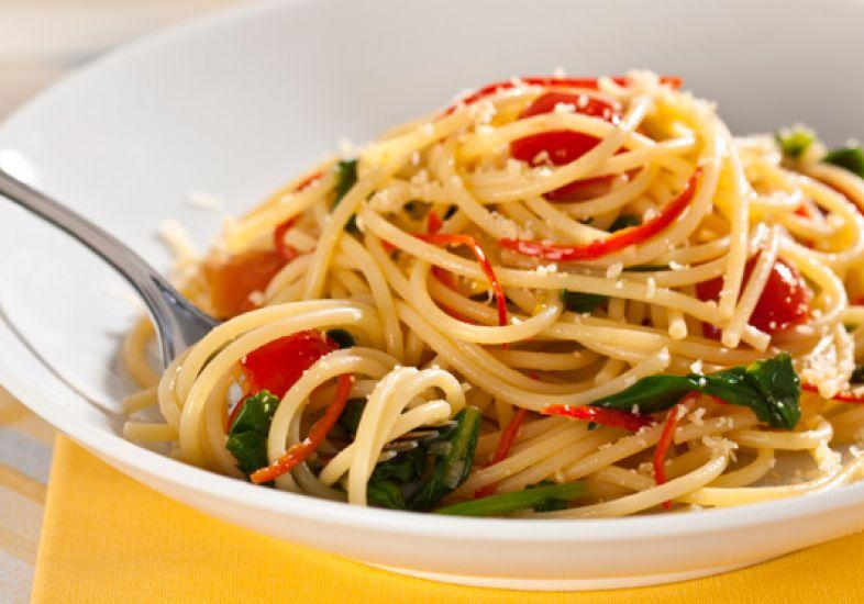 receita-macarrao-picante-com-tomate-cereja-e-rucula