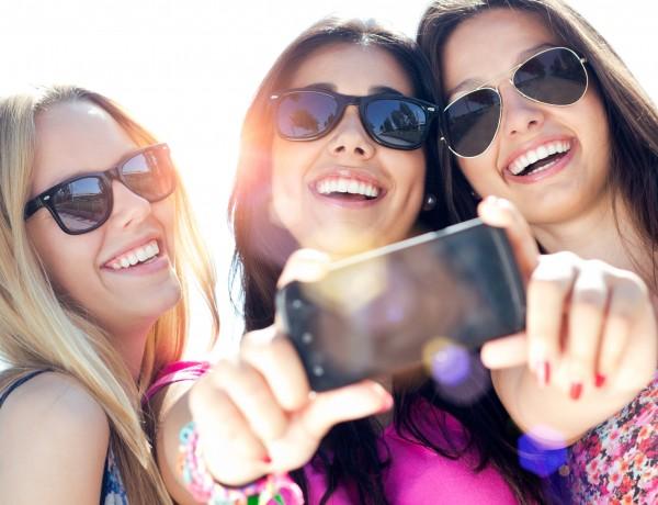 Girls-Selfie
