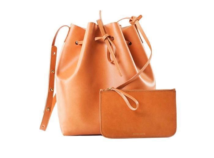 375962fdc2e05 Passo para a próxima marca  Delphine Delafon. Foi em 2011 que a designer  franco-americana criou suas primeiras bolsas-saco