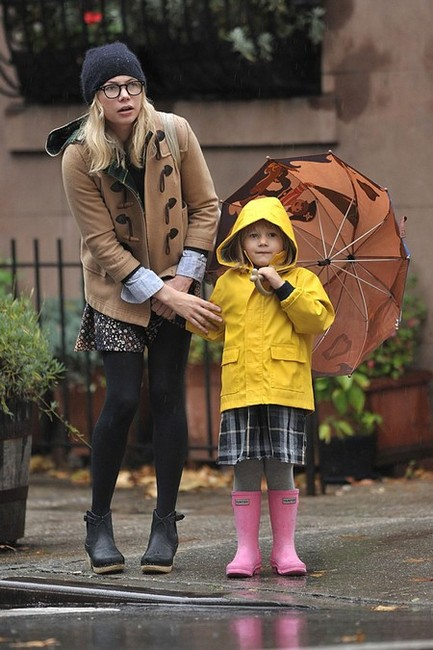 moscot michelle-williams-and-matilda-rose-ledger-gallery