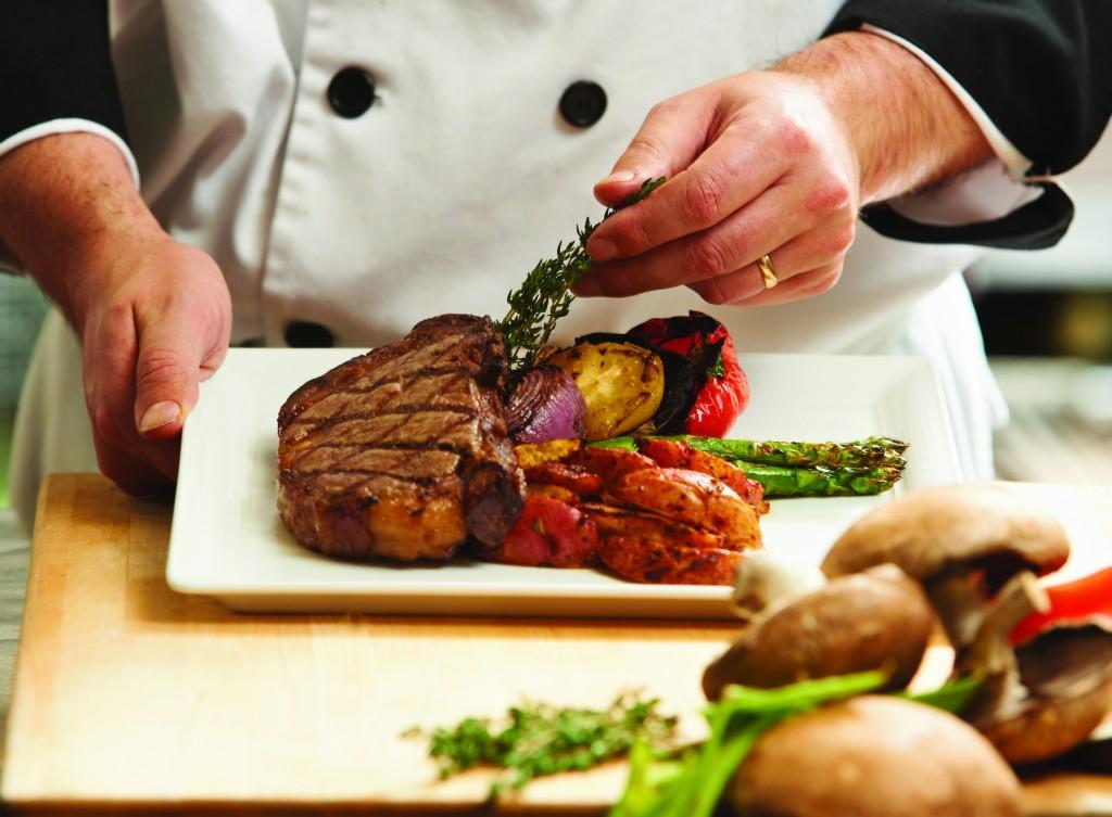 chef-hands-steak-plate