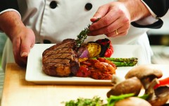 chef-hands-steak-plate