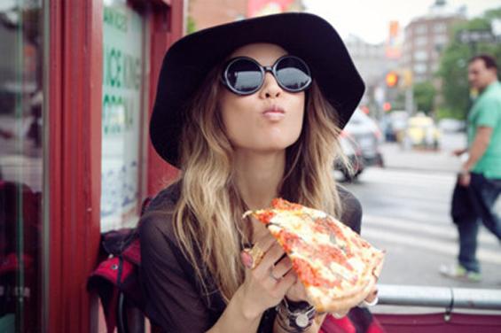 fashion-girl-glasses-pizza-rumi-favim