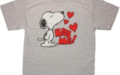 peanuts-snoopy-kiss-me-t-shirt-4