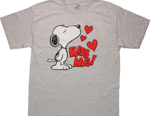 peanuts-snoopy-kiss-me-t-shirt-4