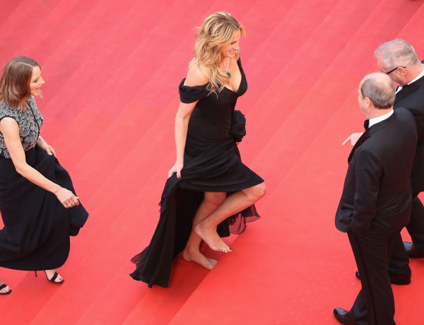 CANNES, FRANCE - MAY 12:  Producer Jodie Foster (L) and actress Julia Roberts (C) walk up upon their arrival at the 'Money Monster' premiere during the 69th annual Cannes Film Festival at the Palais des Festivals on May 12, 2016 in Cannes, France.  (Photo by Andreas Rentz/Getty Images) ORG XMIT: 637186941 ORIG FILE ID: 531081584