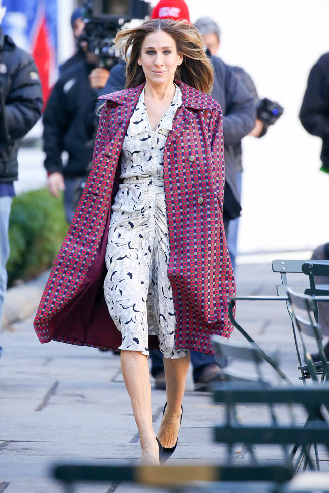 """Sarah Jessica Parker spotted smiling while walking through Bryant Park while on the HBO Pilot """"Divorce"""" in New York City"""