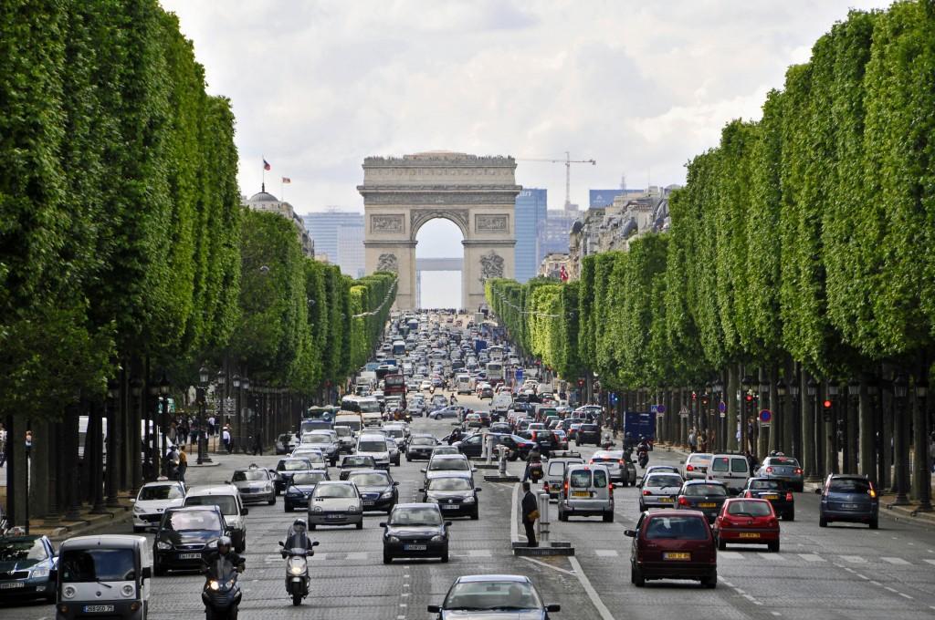 025Champs-Elysees-Paris-Franca