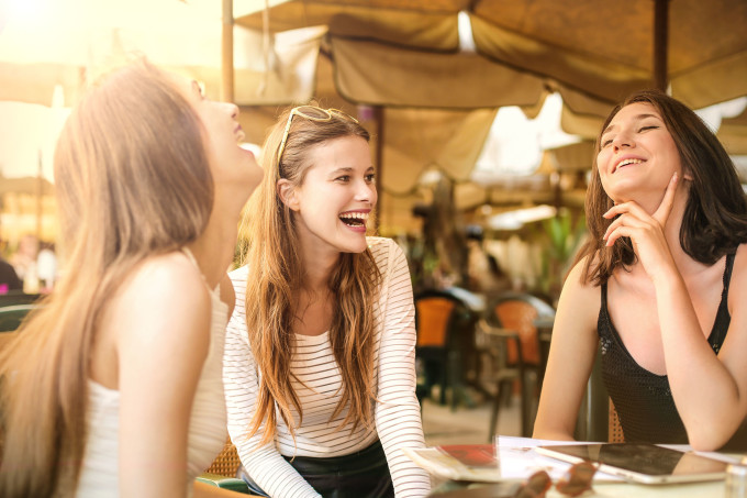 4-reasons-you-should-always-keep-your-friends-around-even-when-youre-in-a-relationship-1