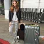 A blogueira italiana Chiara Ferragni confortável para o embarque