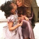 Beyoncé com a filha usa vestido rosa da gaúcha
