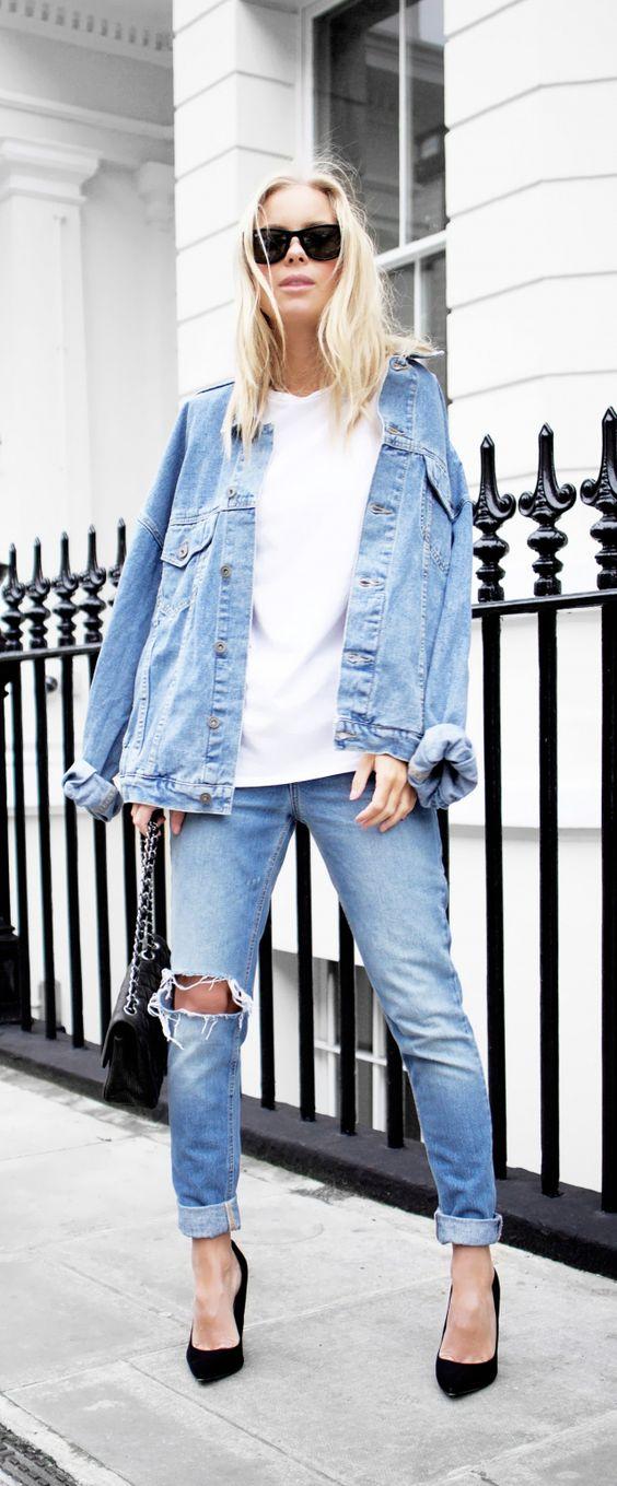 Look jeans refinado pelo scarpin preto