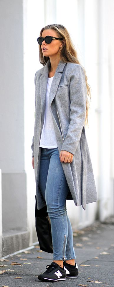 Look esportivo com máxi casaco e New Balance