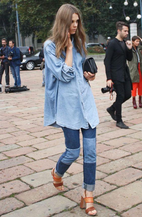 Quando a calça é mais justinha, a camisa oversized com sandália é ótima opção