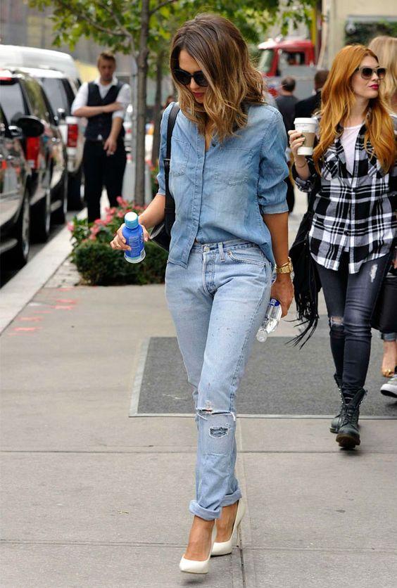 Sempre o scarpin: ele é ótimo aliado para dar um toque mais elegante ao visual total jeans