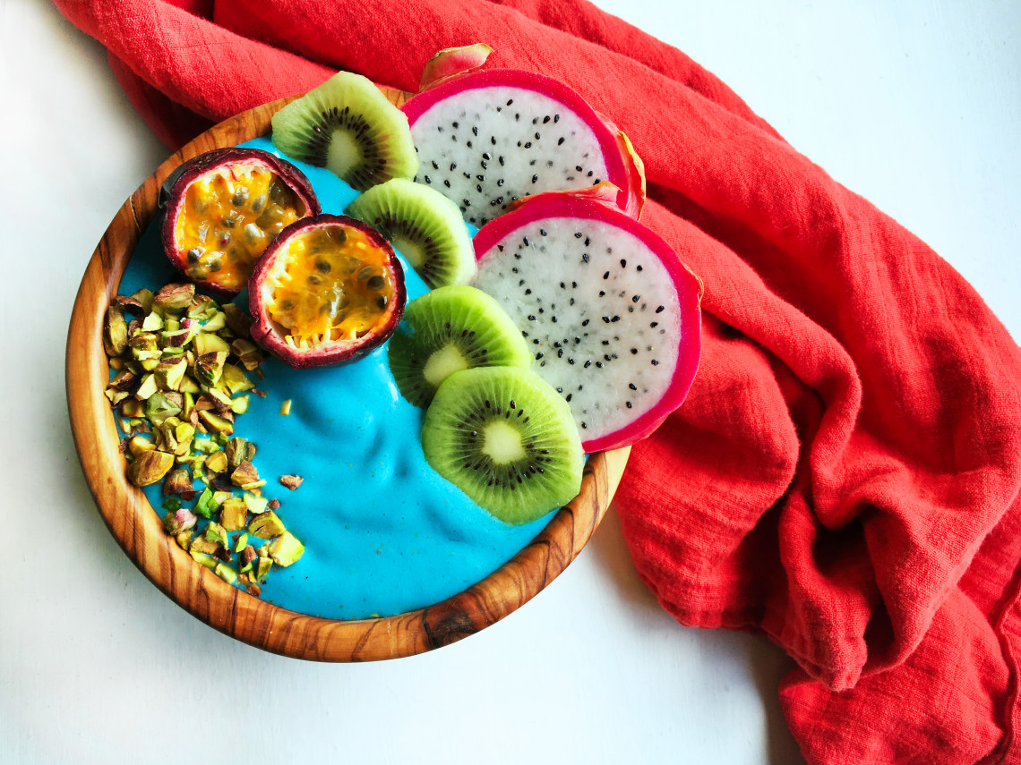 blue-mermaid-smoothie-bowl-with-e3live-blue-majik-12-1140x855