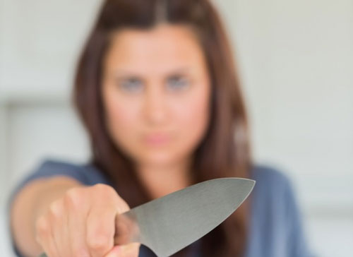 woman-with-knife
