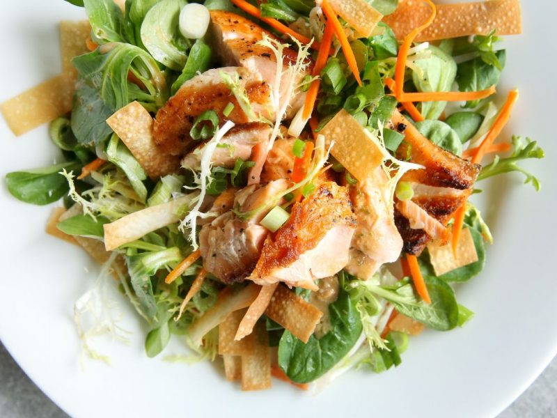 sesame-ginger-salmon-salad-with-wonton-chipsl1