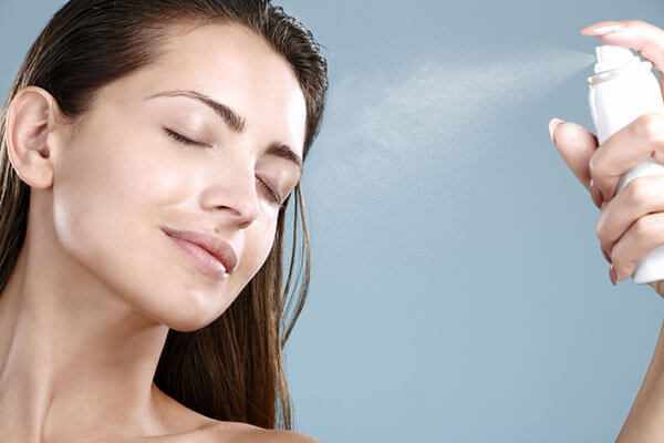keep-makeup-in-place-in-hot-summer-face-mist-600x400