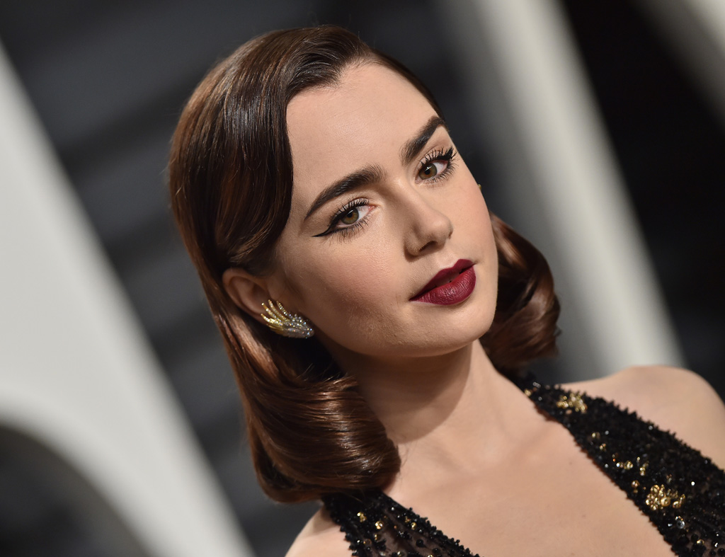 BEVERLY HILLS, CA - FEBRUARY 26: Actress Lily Collins arrives at the 2017 Vanity Fair Oscar Party Hosted By Graydon Carter at Wallis Annenberg Center for the Performing Arts on February 26, 2017 in Beverly Hills, California. (Photo by Axelle/Bauer-Griffin/FilmMagic)