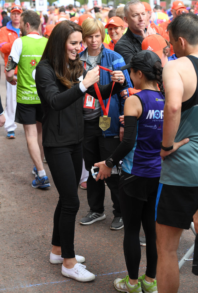 LONDON, ENGLAND - APRIL 23: Catherine, Duchess of Cambridge gives out medals to the finishers of the 2017 Virgin Money London Marathon on April 23, 2017 in London, England. (Photo by Karwai Tang/WireImage)