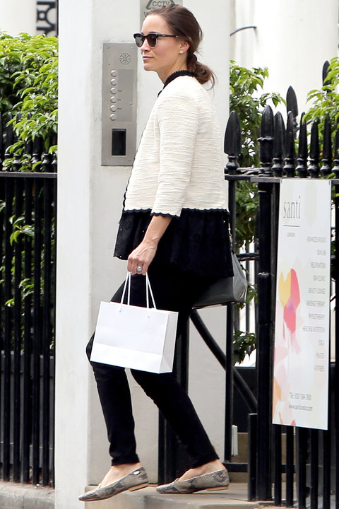 Exclusive/North America Rights Only/No Web Until 10.50 am EST May 16th - Kensington, UK - 5/15/17 Pippa Middleton is seen leaving the Santi Spa in Kensington. It has been reported that Pippa has been attending the spa which promises to create the perfect 'Hollywood' pins. Lifetime membership at the club costs £55000. -PICTURED: Pippa Middleton -PHOTO by: INSTARimages.com Editorial Rights Managed Image - Please contact www.INSTARimages.com for licensing fee and rights: North America Inquiries: email sales@instarimages.com or call 212.414.0207 - UK Inquiries: email ben@instarimages.com or call + 7715 698 715 - Australia Inquiries: email sarah@instarimages.com.au or call +02 9660 0500 - for any other Country, please email sales@instarimages.com. Image or video may not be published in any way that is or might be deemed defamatory, libelous, pornographic, or obscene / Please consult our sales department for any clarification or question you may have - http://www.INSTARimages.com reserves the right to pursue unauthorized users of this image or video. If you are in violation of our intellectual property you may be liable for actual damages, loss of income, and profits you derive from the use of this image or video, and where appropriate, the cost of collection and/or statutory damage.