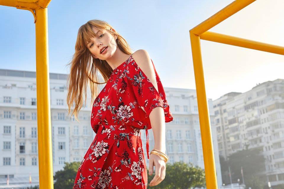 dc-modelo-vestido-vermelho-vale