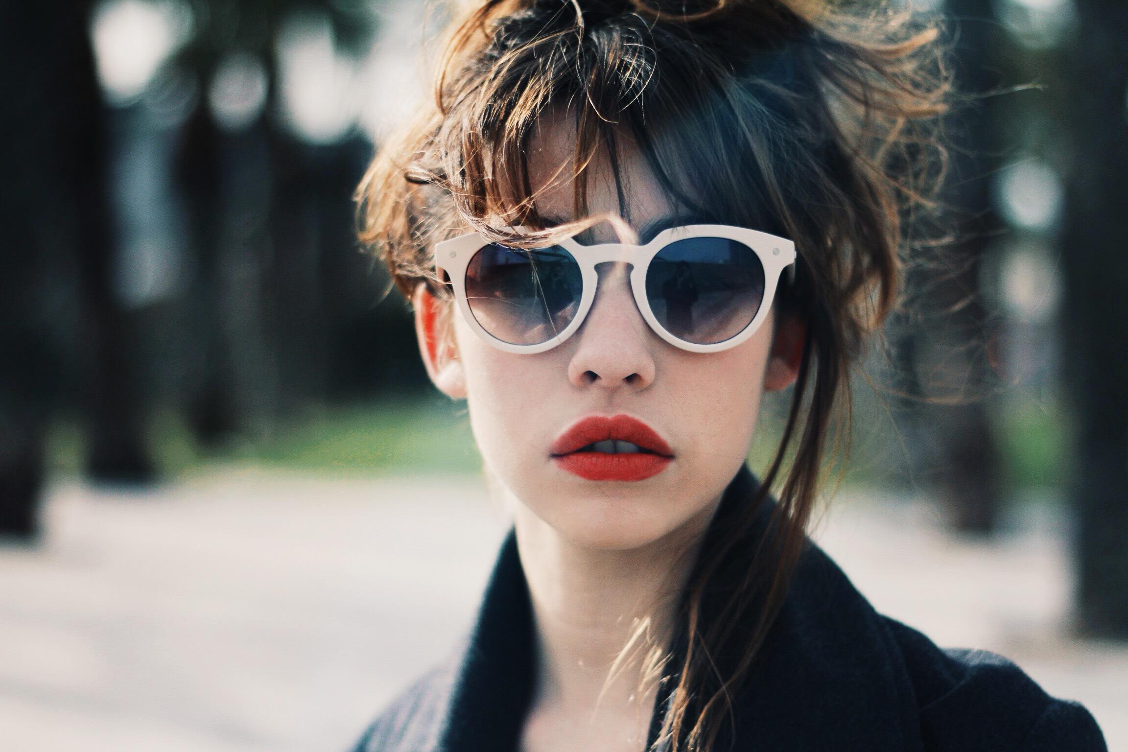 2ef4ed20d80a3 O modelo de óculos de sol ideal para o seu formato de rosto  AMIGA MARI  ajuda a descobrir! – MK