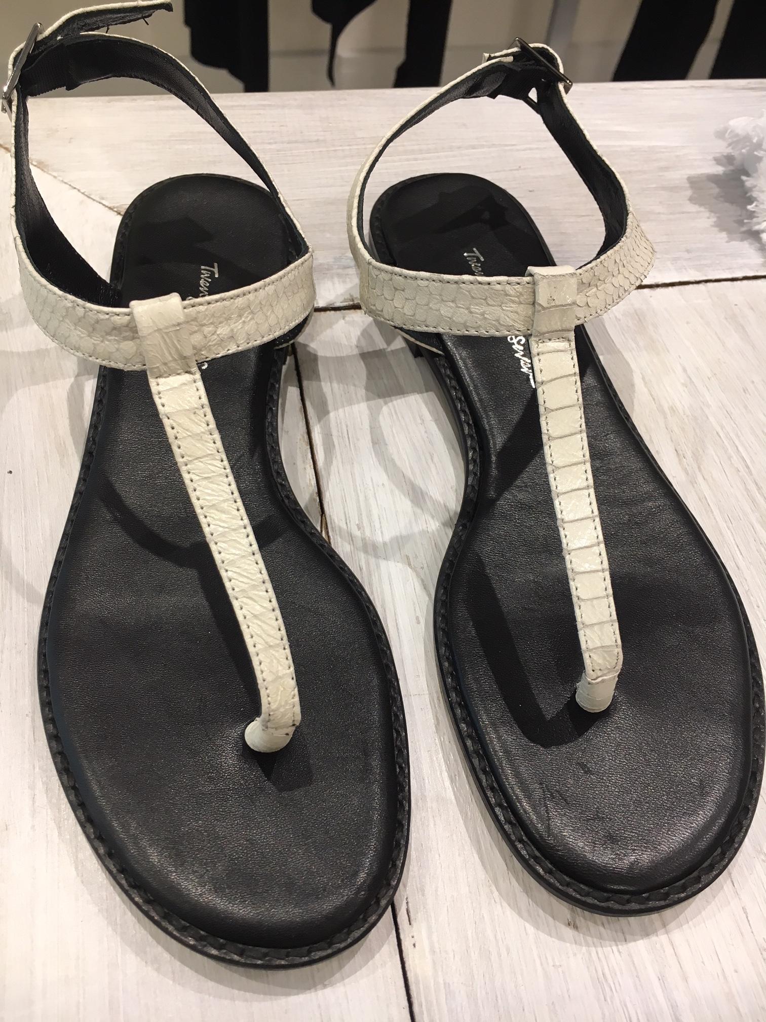 tfs-dez-sandalia-branca