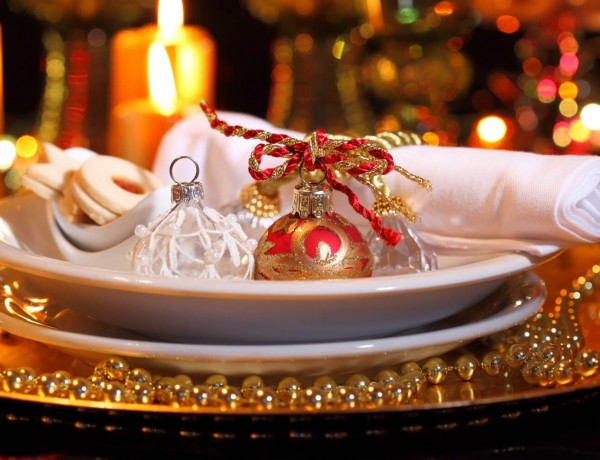o-CHRISTMAS-DINNER-TABLE-facebook