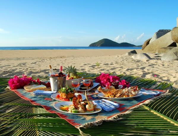 Picnic-at-the-beach-Daniel-Mejia