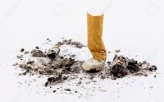 dejar-de-fumar-el-cigarrillo-apagado-en-blanco-Foto-de-archivo
