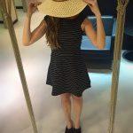 vestido e chapéu de palha