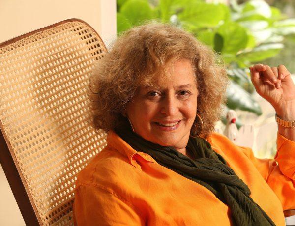 Marilia Carneiro em seu apartamento, na Gávea.